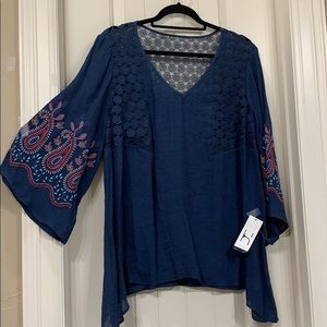 Embroidered sleeve Navy top